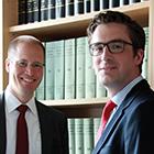 Gezielt den Juristen-Nachwuchs ansprechen – dafür entwickelte ZF Friedrichshafen ein spezielles Training. Dr. Jan Eckert (links) und Martin Kay verantworten es.
