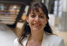 Aus den Fehlern anderer lernen: Assja Ignatova prüft als wissenschaftliche Mitarbeiterin bei Baukelmann Tretter akribisch Verfahrensakten – und wird so zur Prozessexpertin, ohne selbst Prozesse zu führen.