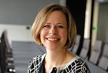 Zivilrechtlicher Schwerpunkt: Die Examensvorbereitung orientiert sich an der wirtschaftsrechtlichen Arbeit von Latham & Watkins, erklärt deren Personalmanagerin Karin Schumacher.